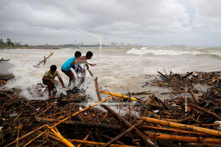 Sri Lanka storms, landslides kill 7, leave 1000 displaced | AP- India TV