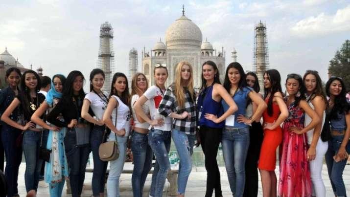 tourist- India TV Paisa