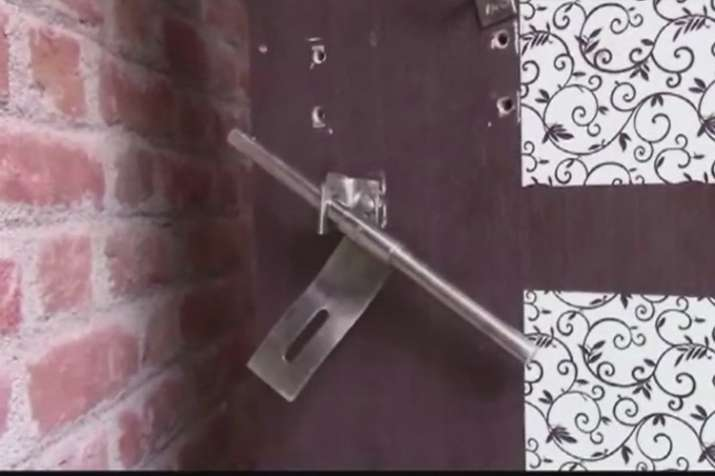 UP Jalaun: CBI judge shivpal singh's house robed last night- Khabar IndiaTV