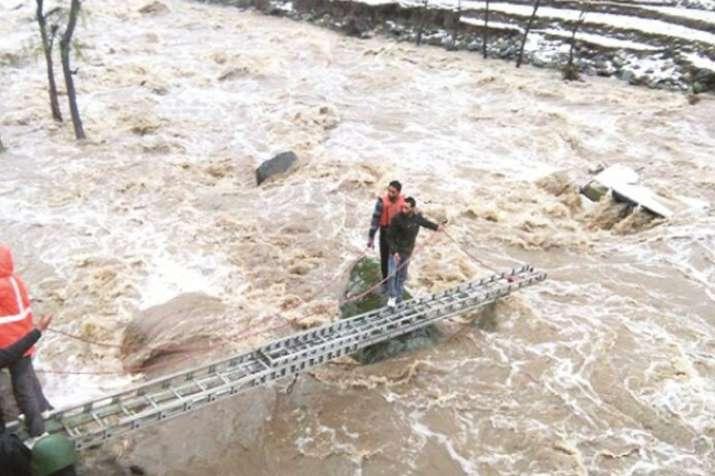 भारी बारिश से बढ़ा सैलाब का खतरा, हिमाचल से कश्मीर तक बाढ़ का अलर्ट- India TV