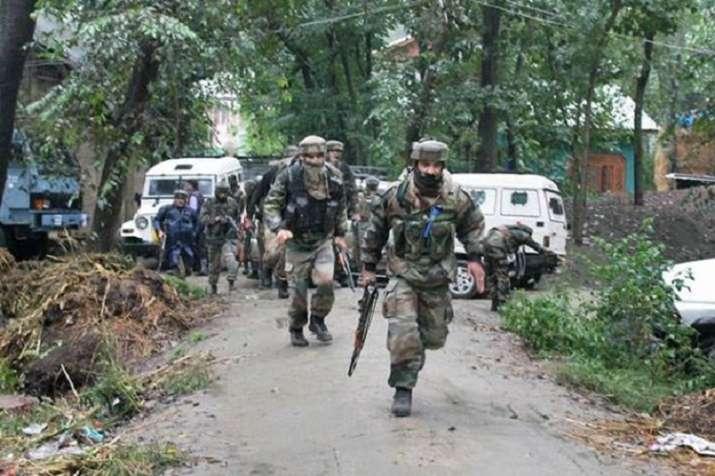 जम्मू कश्मीर के कुपवाड़ा-शोपियां में सुरक्षा बलों और आतंकियों के बीच मुठभेड़- India TV