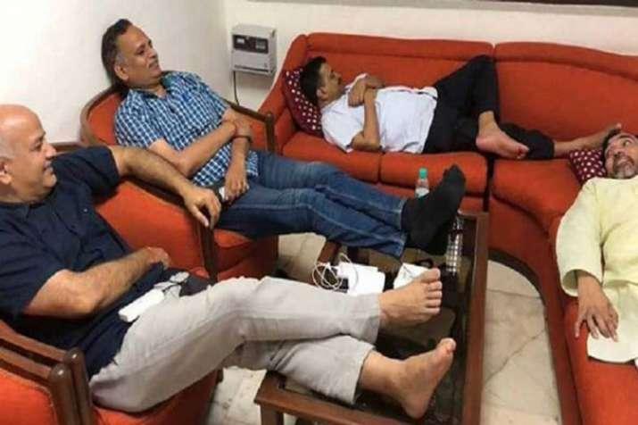 Kapil Mishra takes a 'musical' dig at Arvind Kejriwal- India TV