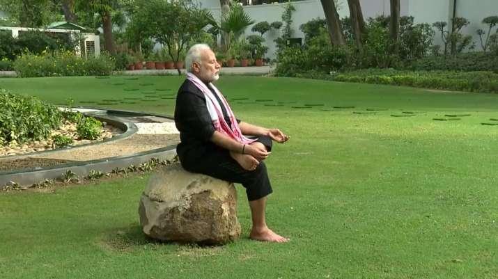 Image result for पीएम मोदी ने विराट कोल्ही का चैलेंज पूरा कर कुमारस्वामी को दिया फिटनेस चैलेंज