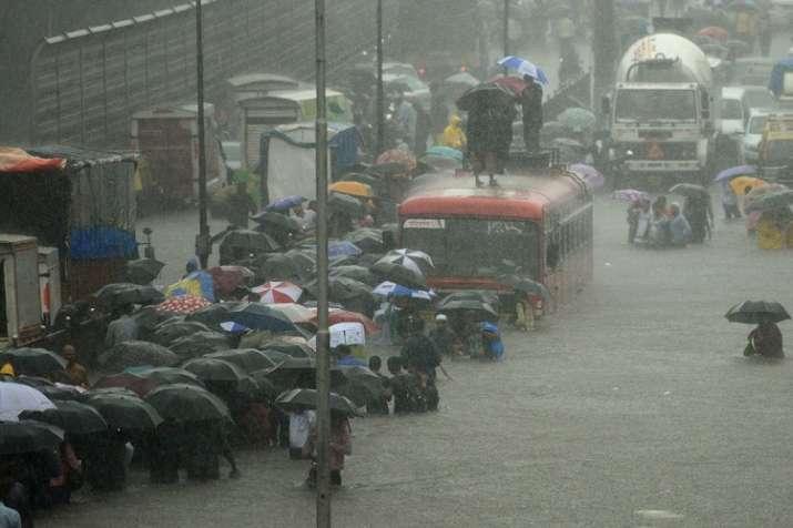 मानसून ने पकड़ी रफ्तार, तेज बारिश से गई 21 लोगों की जान- India TV