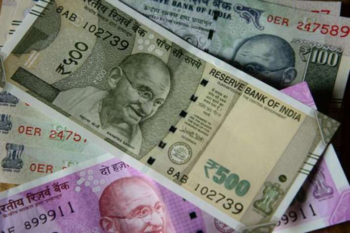 Rupee gains more than Rs 1.5 on 12 days - IndiaTV Paisa