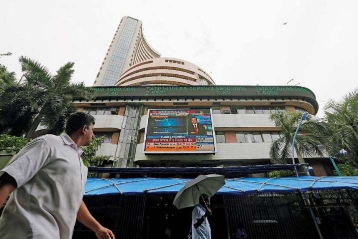 Sensex and nifty trading flat after negative opening- India TV Paisa