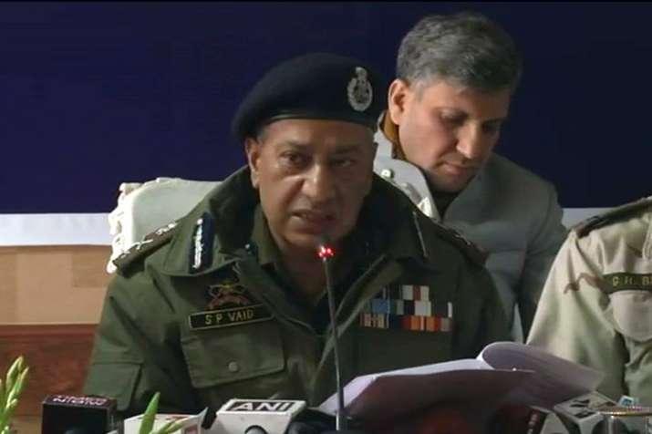 आतंकवादियों के परिजन अपने बेटों से हिंसा का रास्ता छोड़ने की करें अपील: एसपी वैद- India TV