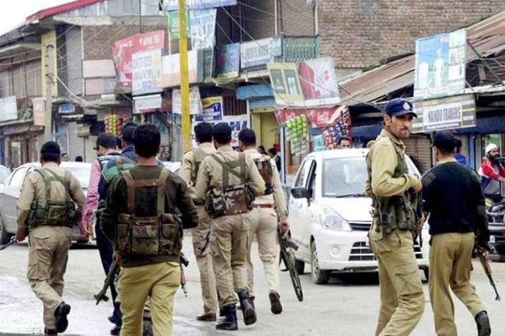 जम्मू एवं कश्मीर में पुलिस अधिकारी लापता, हिज्बुल मुजाहिद्दीन से जुड़ने की खबर- India TV