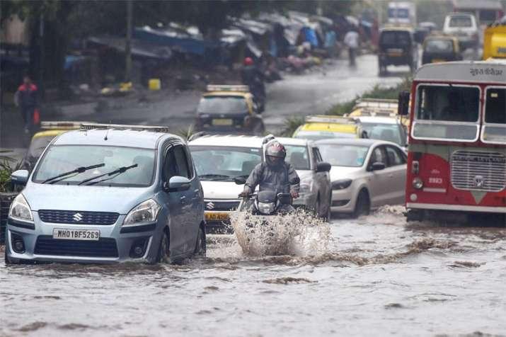 भारी बारिश के चलते...- India TV