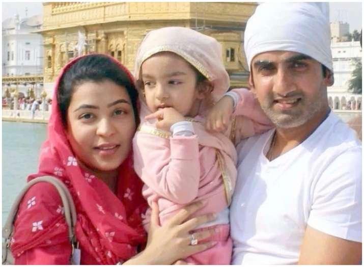 पत्नी और बेटी के साथ...- India TV