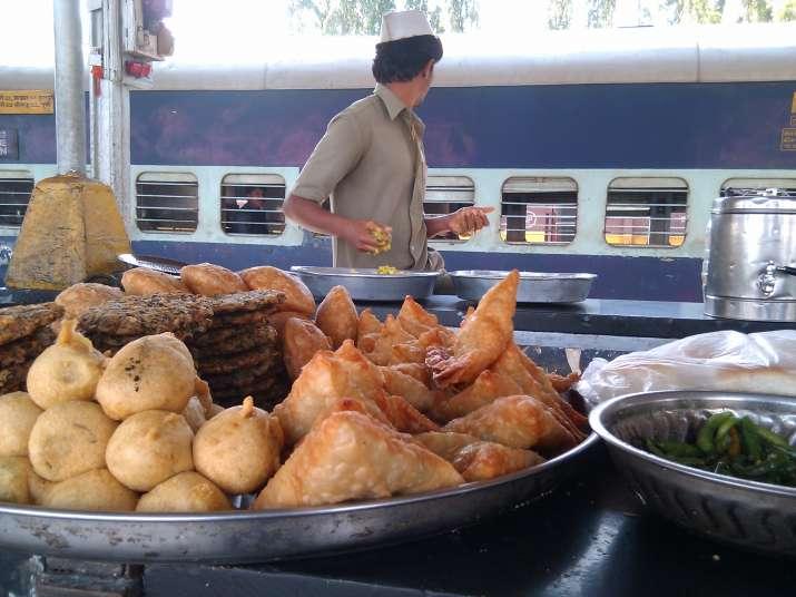 Food on Railway Stations- India TV Paisa