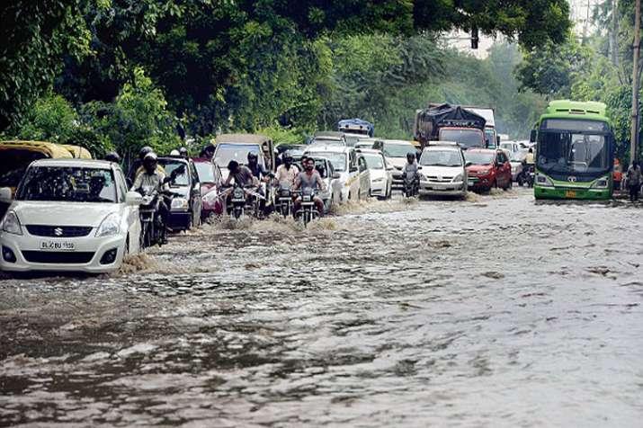 DELHI RAINS: दिल्ली-एनसीआर में जारी रहेगी रिमझिम बारिश, अब बाढ़ का ख़तरा- India TV