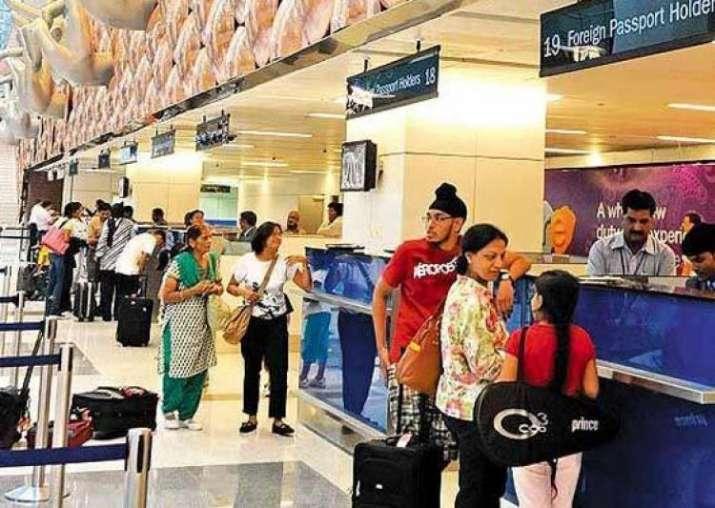 हवाई यात्री- India TV Paisa