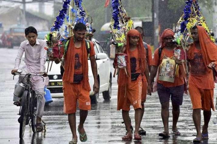 देवरिया के 15 मुस्लिम कांवड़ियों ने सावन के पहले दिन शुरू की बाबा धाम की यात्रा | PTI File- India TV