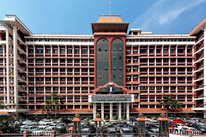 केरल उच्च न्यायालय ने दुष्कर्म के दूसरे आरोपी पादरी को भी जमानत दी- India TV