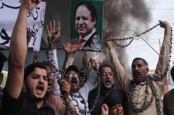 नवाज़ शरीफ की गिरप्तारी के बाद पाकिस्तान में बड़े पैमाने पर हिंसा- India TV