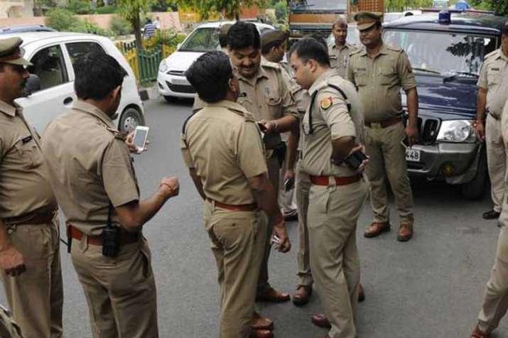 उत्तर प्रदेश: नोएडा से 2 बांग्लादेशी आतंकवादी गिरफ्तार- India TV