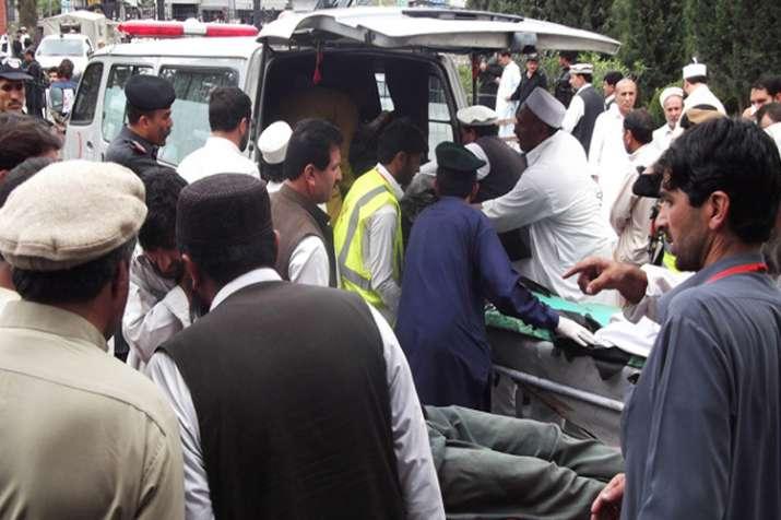 पाकिस्तान में दो विस्फोटों में 133 व्यक्तियों की मौत, 125 से अधिक घायल- Khabar IndiaTV
