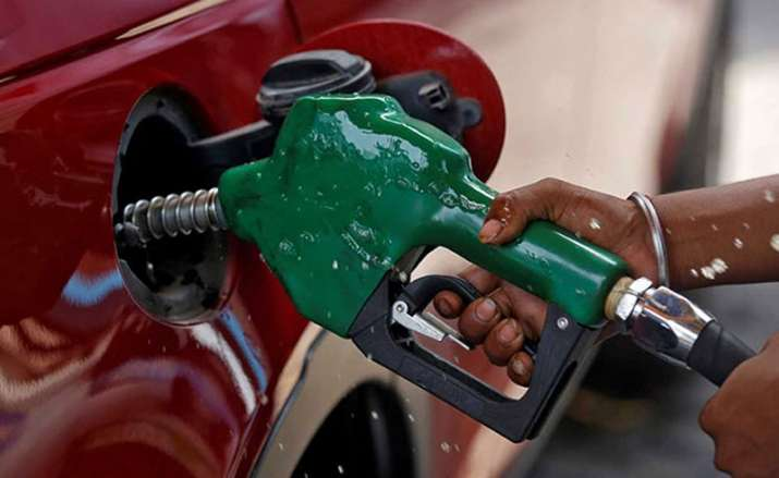 Oil companies cuts petrol and diesel price after 20 days on Monday- India TV Paisa