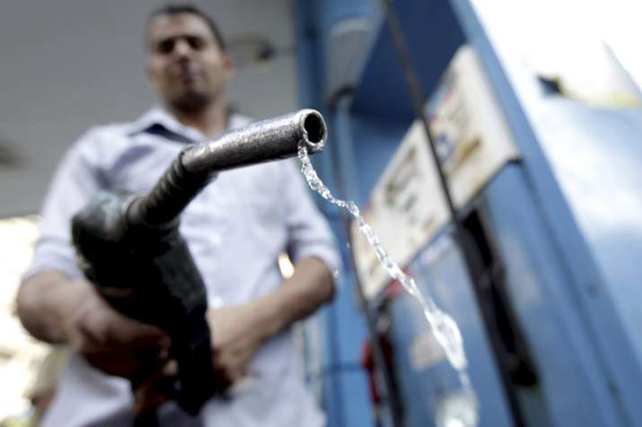 Oil companies cuts Petrol and Diesel price on Sunday- India TV Paisa