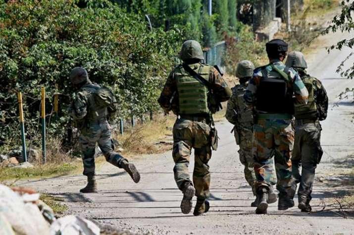 जम्मू एवं कश्मीर में हथियार छीनने के आरोप में बीएसएफ के 2 जवान गिरफ्तार- India TV
