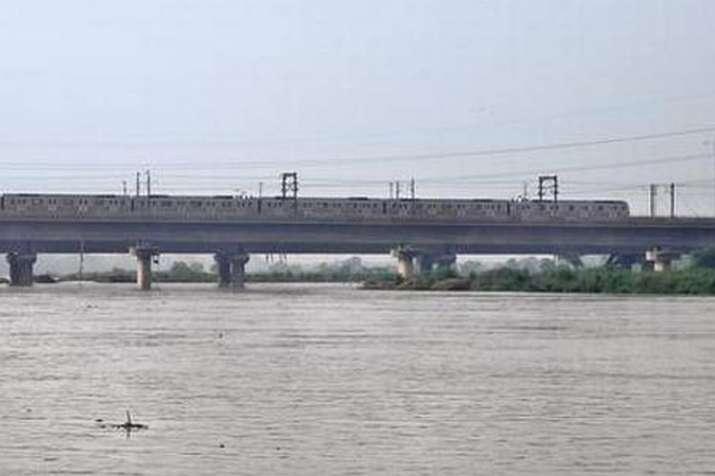 Delhi flood Old Yamuna bridge closed- India TV