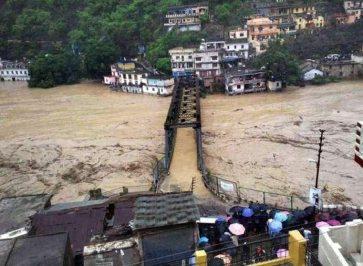 मॉनसून से कहीं मौसम हुआ सुहाना तो कहीं हुई तबाही, कहीं बादल फटा, कहीं खिसके पहाड़- India TV