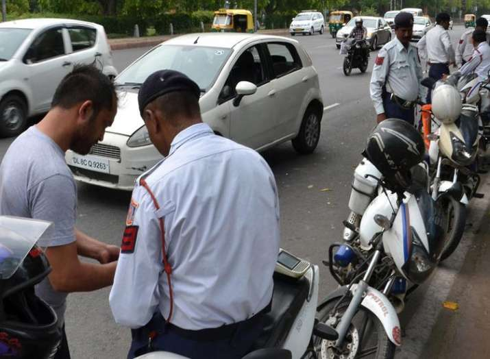 ड्राइविंग लाइसेंस, लाइसेंस, पुलिस- India TV