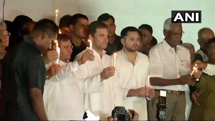 मंच पर मौजूद राहुल...- Khabar IndiaTV