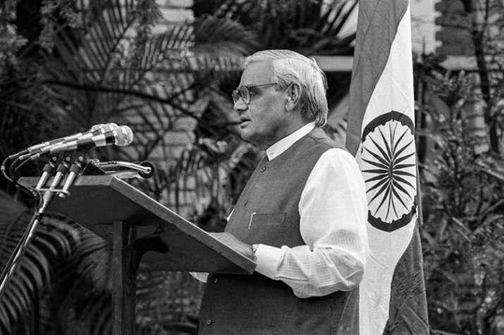 पूर्व प्रधानमंत्री...- India TV