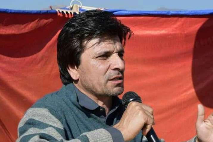 Pakistan's 'chaiwala' and PTI's MNA-elect Gul Zafar Khan turns out to be millionaire | Facebook- India TV