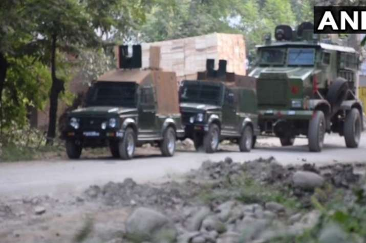 जम्मू-कश्मीर: शोपियां में सुरक्षाबलों और आतंकियों के बीच मुठभेड़, चार आतंकी ढेर- India TV
