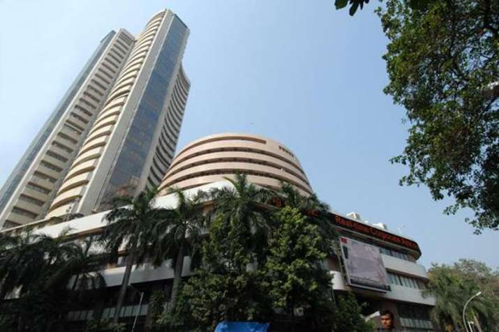 Market Capitalisation of 4 companies out of top 10 sensex listed companies rose by Rs 34982 cr- India TV Paisa