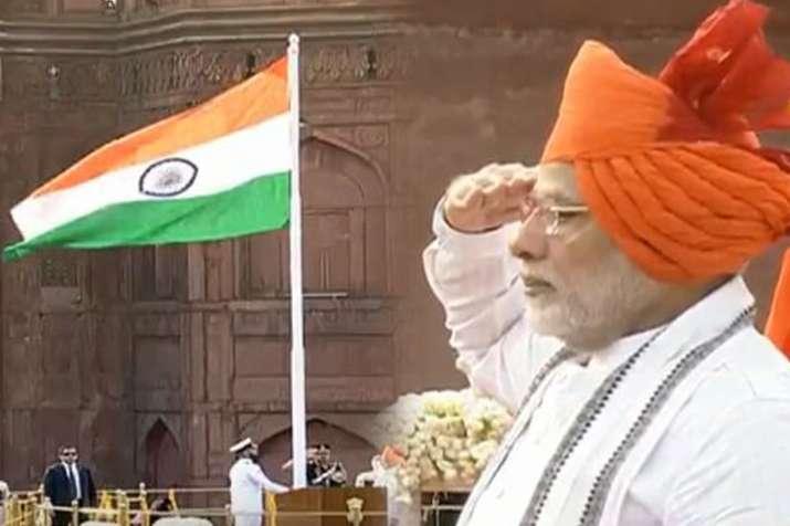 Independence day 2018: प्रधानमंत्री नरेंद्र मोदी ने लाल किले से राष्ट्रीय ध्वज फहराया- India TV