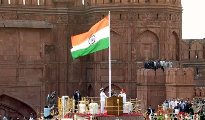 प्रधानमंत्री नरेन्द्र मोदी ने स्वतंत्रता दिवस के अवसर पर देशवासियों को शुभकामनाएं दी- India TV