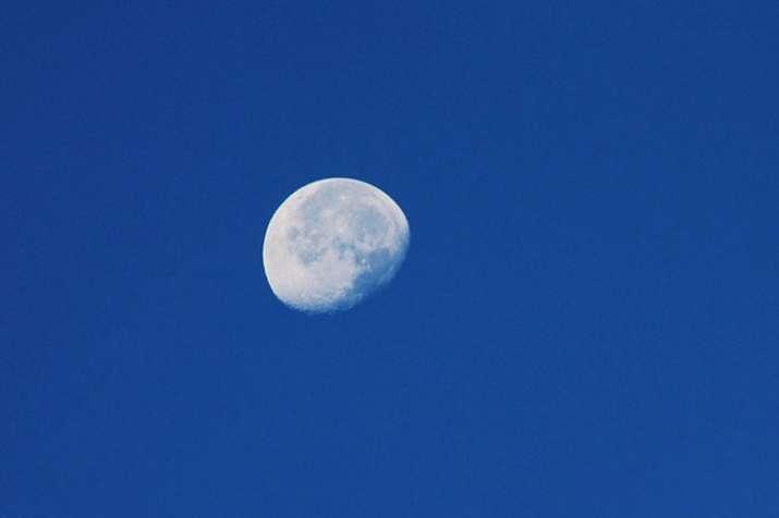 Image result for अगले 3 दिन आप दोपहर 11 बजे तक भी देख सकेंगे चंद्रमा को