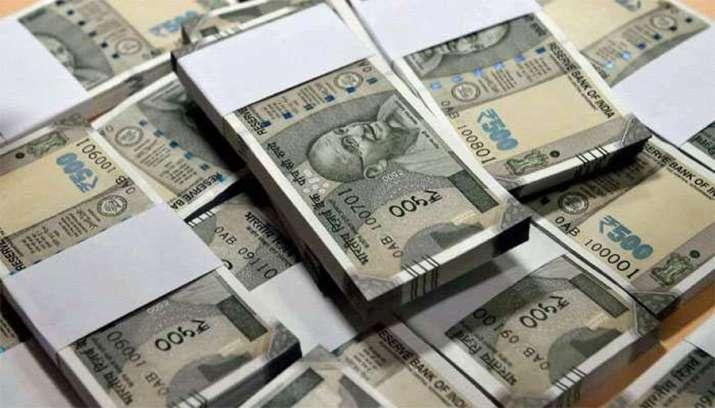 Rupee falls to record low against US Dollar- IndiaTV Paisa