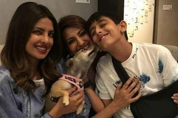 Priyanka Chopra, Sonal Bendre, Ranveer Behl- Khabar IndiaTV
