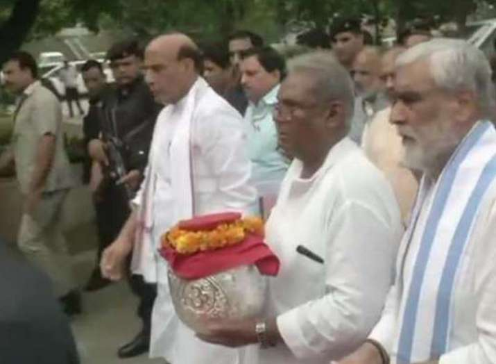 Atal Bihari Vajpayee ashes to be immersed in Lucknow's...- India TV