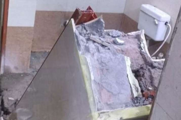 wall collapses of washroom of waiting room in patna...- India TV