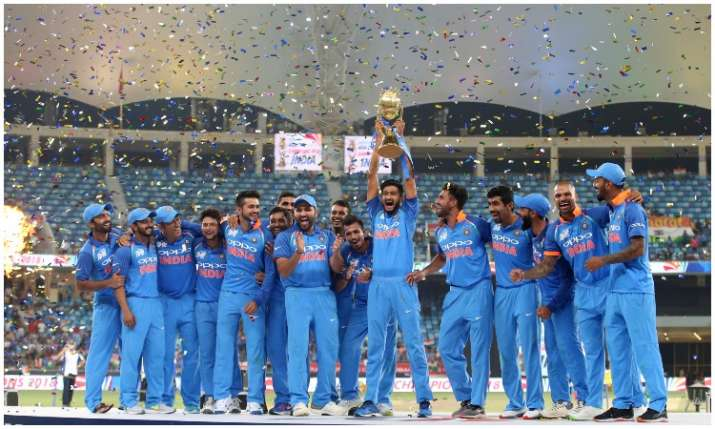 Team India Celebrates after Clinch Title- India TV