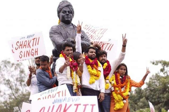 DUSU elections: ABVP के विजेताओं ने जीत का जश्न मनाया, NSUI ने धोखाधड़ी का आरोप लगाया- India TV