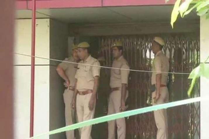 नोएडा में बैंक लूट के...- India TV