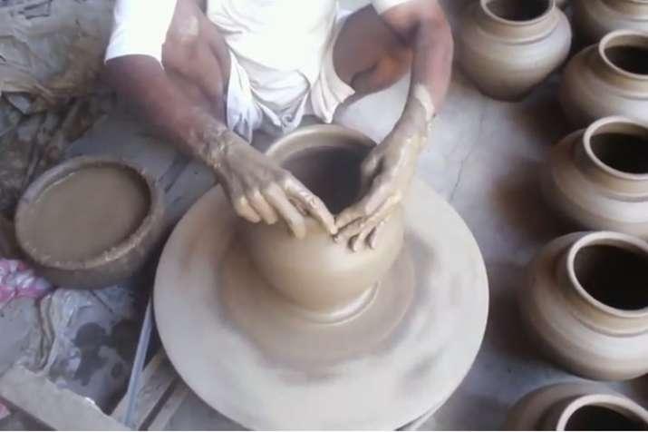 उत्तर प्रदेश में कुम्हारों को यह खास सौगात देने की तैयारी कर रही है योगी सरकार | YouTube Screengrab- India TV