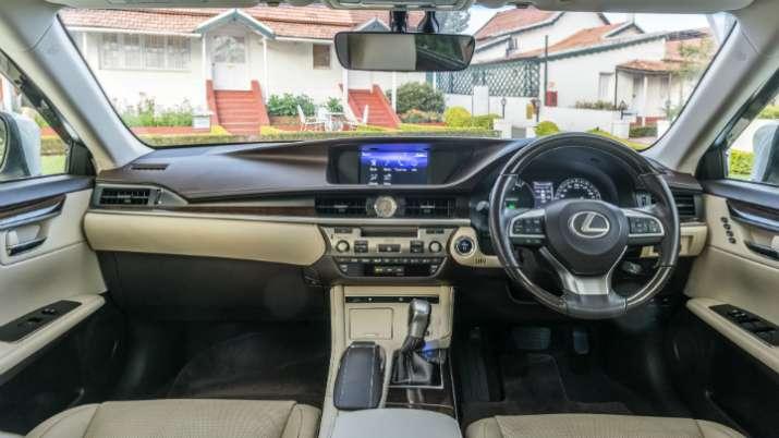 Lexus Es 300h- IndiaTV Paisa