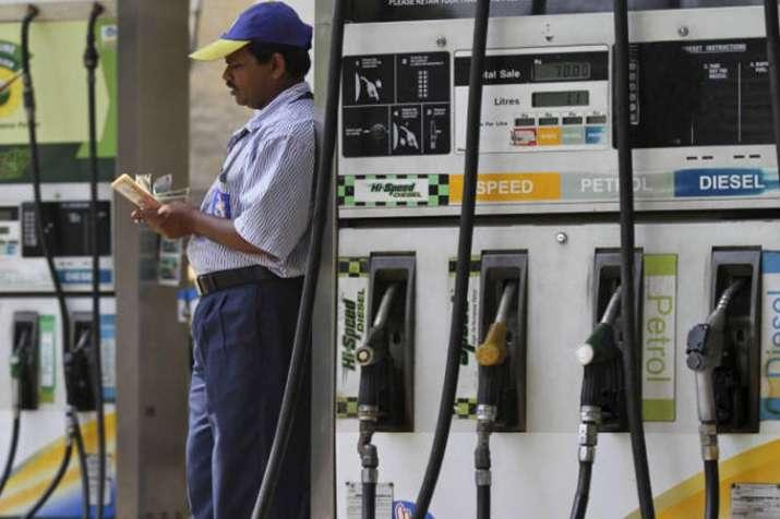 पेट्रोल-डीज़ल हो सकता है 25 रुपए सस्ता, इस एक टैक्स से बुझेगी तेल की आग!- India TV