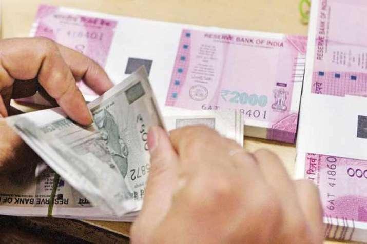 rupee counting- India TV Paisa
