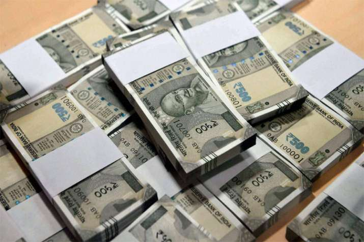 Rupee falls to new, Surpasses 72 level against US Dollar on Thursday- India TV Paisa