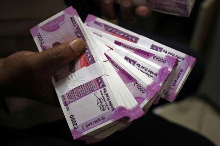 Rupee falls to new low against US Dollar on Monday- India TV Paisa