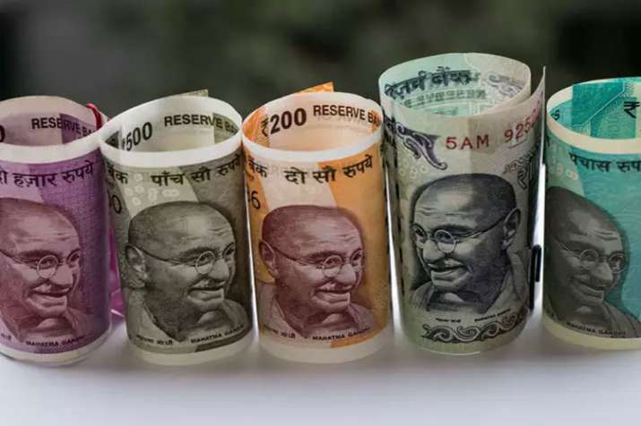 Rupee opens negative against US Dollar on Monday- India TV Paisa